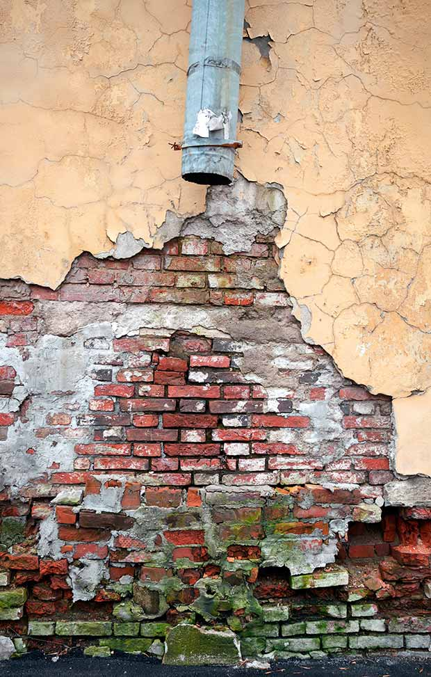 Repairing-Gutters-Damp-Brick-Wall